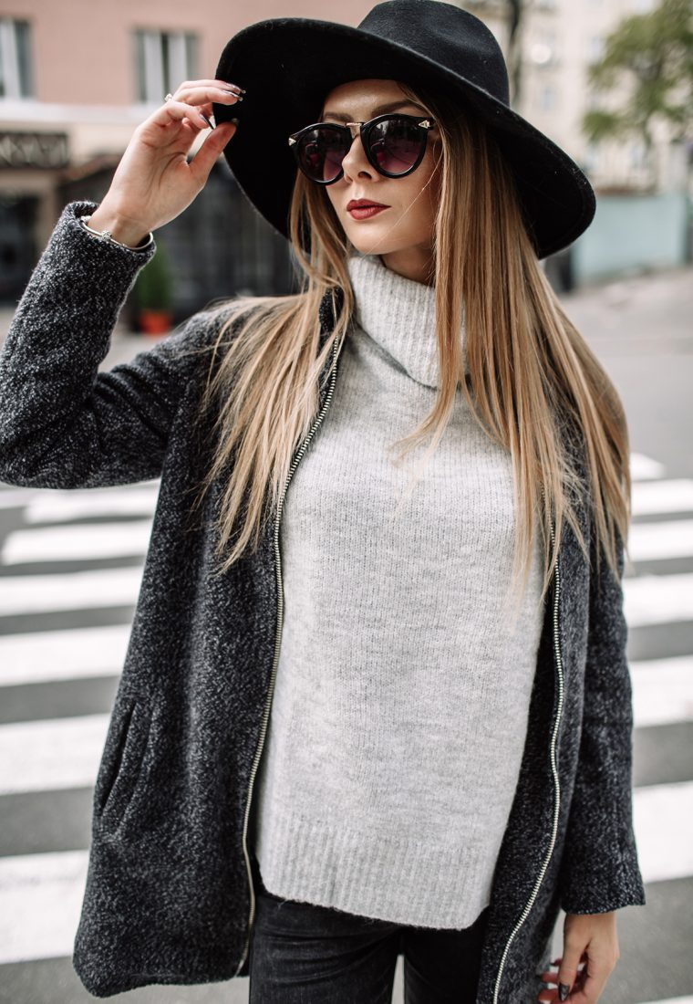 Rocking This Wide-brimmed Hat